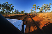 Four wheel drive on red track, red centre, Australia, Four wheel drive tour on red sandy track, Allrad tour, Sandpiste