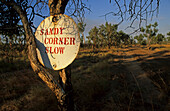 Warning sign on sandy track, Australien, Australia, outback sign warning of sandy corner, handmade, Warnschild am Schotterpiste
