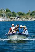Boot mit Touristen, Bafa See, S/W-Tuerkei Tuerkei