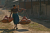 Girl carrying heavy terracotta pots, Toepferei Werkstatt, junges Maedchen traegt schwere Poette, small family pottery business, hard manual labour, Kinderarbeit, child labour