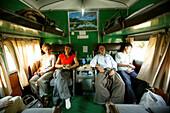 Train compartment, Yangon Mandalay route, Zugfahrt, Yangon, Mandalay Strecke, Schlafwagen-Abteilung