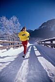 Jogging im Winter, Frau, Sports Fully released