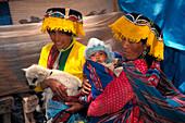 Einheimische Frauen, Baby, Lama Peru, Suedamerika
