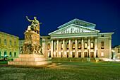 Illuminated National Theatre and monument Max I. Joseph bei Nacht, Munich, Bavaria, Germany
