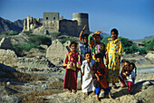 Children in front of Fujairah Fort in the sunlight, Fujairah, Middle East, United Arab Emirates, Asia