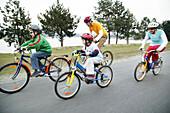 Family on bike trip