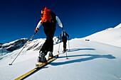Skiing tour on Griesskar, rear view, Alpspitze, Garmisch Partenkirchen, Germany