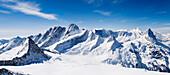 Panorama der Berner Alpen, Aussicht vom Rosenhorn aus, von links nach rechts: Baerglistock, Lauteraarhorn, Schreckhorn, Fiescherhoerner, Moench, Eiger. Berner Alpen, Bern, Schweiz
