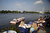 Inner Alster lake, Binnenalster, pleasure boat, tourists, visitors on terrace of restaurant Alex Hamburg, Cafe im Alsterpavillon, Jungfernstieg 54, Alster, Hamburg