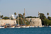 Sailing boats in front of Neratzia Castle, a former fortress of the Knights of St. John of Jerusalem, at Mandraki harbour, Kos-Town, Kos, Greece