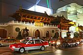 Jing'an Temple at night,Jing An Tempel, modernisiert, Nanjing XiLu, Taxi