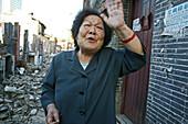 demolitian Hongkou,Last residents of a demolished quarter, refusing resettlement, redevelopment area, living amongst demolished houses, slum, old lady blames the government