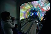 Tourist Tunnel Pudong,Touristentunnel zwischen Bund und Pudong, Kabinenbahn, cabins, colorful, illumination, neon, Kunstlicht, Lichteffekt, video, Installation