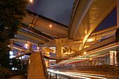 Gaojia motorway,Gaojia, elevated highway system, WachmannHochstraße, Autobahnring, Autobahnkreuz im Zentrum von Shanghai, Hochstrasse auf Stelzen, Kreuzung von Chongqing Zhong Lu und Yan'an Dong Lu, Expressway, Deko-Mittelsäule, central column supports 7