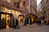 Shopping at christmas time, Waagplatz, Salzburg, Salzburg, Austria
