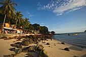 View from stony beach to boardwalk, Ao Ton Sai, Banyan Tree Bay, Ko Phi Phi Don, Ko Phi Phi Island, Krabi, Thailand, after the tsunami