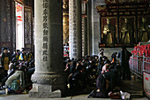 Guardians watch pilgrims, prayer, Great Hall, Taoist Heng Shan south, Hunan province, Hengshan, Mount Heng, China, Asia
