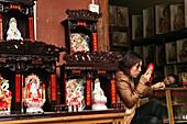souvenir shop, sleeping sales woman, statues, Taoist Heng Shan south, Hunan province, Hengshan, Mount Heng, China, Asia