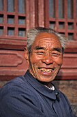 portrait of incense seller, in front of temple at Heavenly Gate, Tai Shan, Shandong province, Taishan, Mount Tai, World Heritage, UNESCO, China, Asia