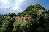 Tianzhu Feng, monastery village, below the peak, Wudang Shan, Hubei province, Wudangshan, Mount Wudang, UNESCO world cultural heritage site, birthplace of Tai chi, China,  Asia
