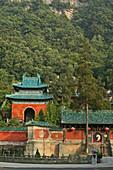 entrance gate to Purple Heaven Hall, Zi Xiao Gong, Wudang Shan, Taoist mountain, Hubei province, Wudangshan, Mount Wudang, UNESCO world cultural heritage site, birthplace of Tai chi, China, Asia
