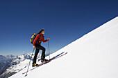 Frau auf eine Skitour, Pleissenspitze, Scharnitz, Österreich