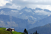 Log cabin in panorama, Großglockner, Nationalpark Hohe Tauern, Salzburger Land, Austria