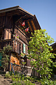Wooden house in Mürren (1650 m, Walser mountain village), Bernese Oberland (highlands), Canton of Bern, Switzerland