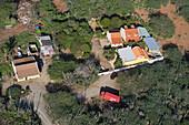 Luftaufnahme von Häusern und Coca-Cola Lastwagen, Aruba, ABC-Inseln, Niederländische Antillen, Karibik
