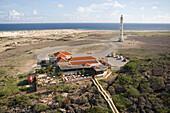 Luftaufnahme vom La Trattoria Restaurant und dem California Lighthouse, Aruba, ABC-Inseln, Niederländische Antillen, Karibik