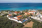 Luftaufnahme von Luxusville nahe Arashi Beach, Aruba, ABC-Inseln, Niederländische Antillen, Karibik