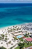 Luftaufnahme des Bucuti Beach Resort am Eagle Beach, Aruba, ABC-Inseln, Niederländische Antillen, Karibik