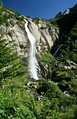 Wasserfall im Mellotal, Bergell, Italien