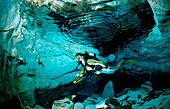 Taucher in Unterwasserhoehle Cueva Taina, Punta Cana, Suesswasser, Dominikanische Republik