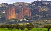 Impressive wall of rock above the village of Riglos, Los Mallos, Aragón, Spain, Europe