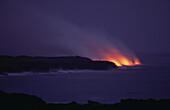 Lavafluß bei Nacht, Pu'u O'o Krater, Mündung ins Meer bei Kamoamoa, Kilauea, Big Island, Hawaii, USA