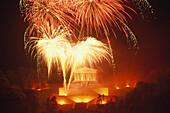 Feuerwerk bei der Gedenkstätte Wallhalla, Donaustauf, Regensburg, Bayern, Deutschland