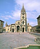 The Cathedral. Plaza de Alfonso II el Casto. Oviedo. Asturias. Spain