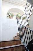 Architektur, Detail, Details, Farbe, Haus, Häuser, Innen, Konzept, Konzepte, Niemand, Treppe, Treppen, Treppenabsatz, Vertikal, A75-219612, agefotostock