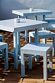 Außen, Farbe, Freizeit, Holz, Hölzern, Kneipe, Kneipen, Konzept, Konzepte, Leer, Niemand, Schemel, Sonnig, Straßencafe, Tageszeit, Terrasse, Terrassen, Tisch, Tische, A75-485099, agefotostock