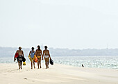 Back view, Beach, Beaches, Coast, Coastal, Color, Colour, Contemporary, Daytime, Exterior, Female, Full-body, Full-length, Group, Groups, Holiday, Holidays, Human, Leisure, Outdoor, Outdoors, Outside, People, Person, Persons, Rear view, Sand, Sea, Shore,