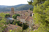 Moustiers-Sainte-Marie, historic fortified village at the western entrance to the Gorges du Verdon. Alpes de Haute-Provence, Provence, France