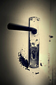 Aged, Close up, Close-up, Closeup, Color, Colour, Concept, Concepts, Door, Doors, Handle, Handles, Indoor, Indoors, Inside, Interior, Keyhole, Keyholes, Lock, Locked, Locks, Old, Old fashioned, Old-fashioned, One, Security, Special effects, D56-454090, a