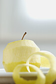 Aliment, Aliments, Apple, Apples, Close up, Close-up, Closeup, Color, Colour, Concept, Concepts, Food, Fruit, Fruits, Healthy, Healthy food, Indoor, Indoors, Inside, Interior, Natural, Nourishment, One, Peel, Peeled, Peels, Still life, Vertical, Yellow,