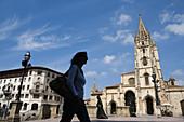 Tourist silhouette. Statue of La Regenta . Cathedral in background. Plaza de Alfonso II el Casto. Oviedo. Asturias. Spain