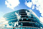 Architektur, Aussen, Außen, Blau, Blauer Himmel, Büro, Büros, Business, Farbe, Fenster, Froschperspektive, Gebäude, Geschäft, Geschäfte, Glas, Handel, Himmel, Horizontal, Landschaft, Landschaften, Reflektion, Reflektionen, Spiegelbild, Spiegelbilder, Spi
