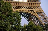 Architektur, Außen, Denkmal, Denkmäler, Detail, Details, Eiffelturm, Europa, Farbe, Frankreich, Horizontal, Ingenieurwesen, Ingenieurwissenschaft, Komplex, Metall, Paris, Plätze der Welt, Reisen, Sehenswürdigkeit, Sehenswürdigkeiten, Stadt, Städte, Struk