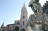 Statue of La Regenta ( The Regent s Wife , a character from the famous novel of the same name), by sculptor Mauro Álvarez, Cathedral in background. Plaza de Alfonso II el Casto. Oviedo. Asturias. Spain