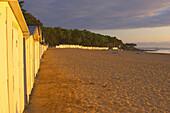 Sunsrise at Plage des Souzeaux with beach-huts, Ile de Noirmoutier, dept Loire-Atlantique, France, Europe