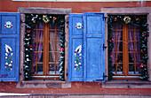 Celebrate, Celebrating, Celebration, Celebrations, Christmas ornaments, Color, Colour, Concept, Concepts, Daytime, Decorated, Decoration, Decorations, Detail, Details, Exterior, Facade, Façade, Facades, Façades, Holiday, Holidays, Home, Horizontal, House
